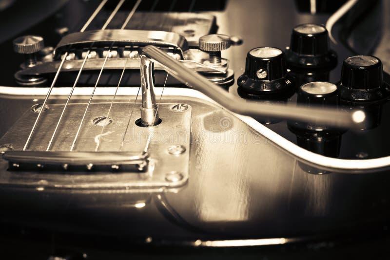 gammal gitarr royaltyfri fotografi