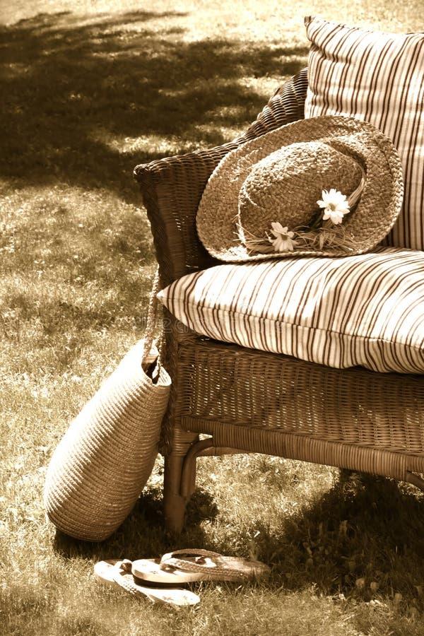 gammal gnäggande för stol royaltyfri bild