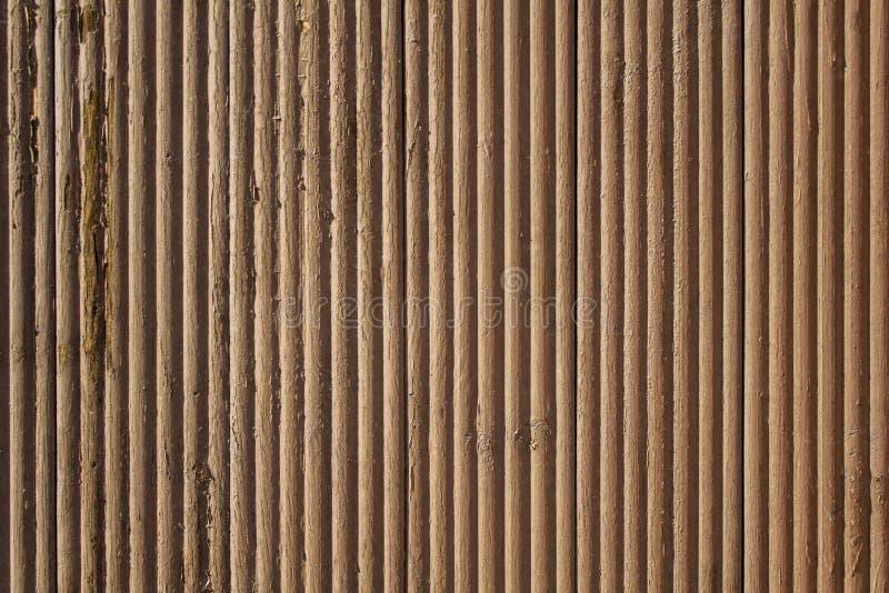 Gammal gr? brun beige krabb tr?yttersida med skalning av m?larf?rg och av vertikala linjer ungef?rlig textur fotografering för bildbyråer