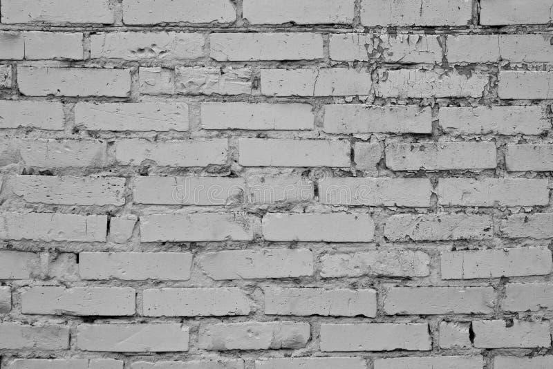 Gammal grå sprucken tegelstenvägg Tappningtegelstentextur vägg för rastre för bakgrundstegelstenbild Tappninghusfasad Gammal konk royaltyfri fotografi