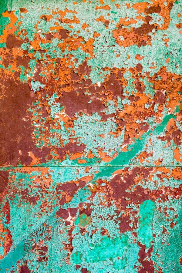Gammal grön målarfärg på metallen och droppanderna av textur för rostgrungetappning för bakgrund arkivbild