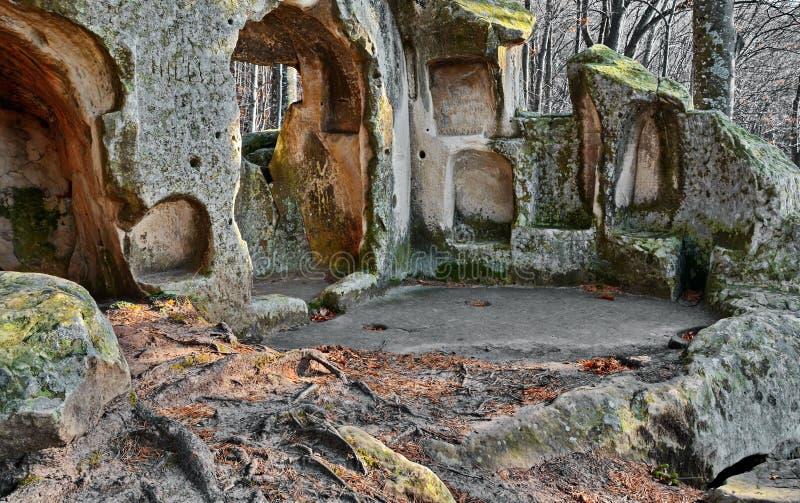Gammal grottakloster royaltyfri bild