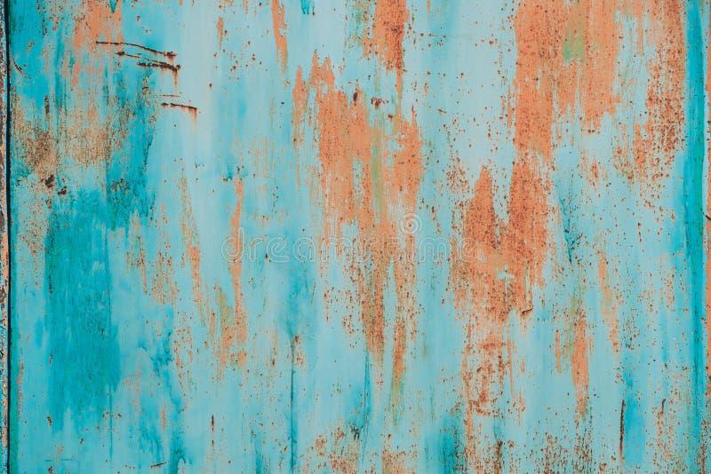 Gammal Grunge Rusty Metal Metallic Colored Background Färgrik blå och orange abstrakt metallisk yttersida royaltyfri foto