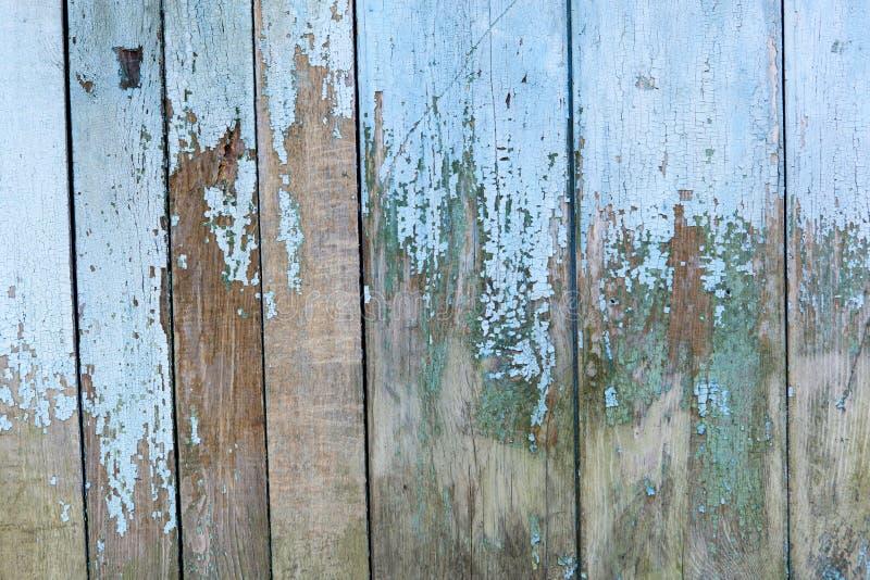 Gammal grungy målarfärg på träskrivbord arkivfoto
