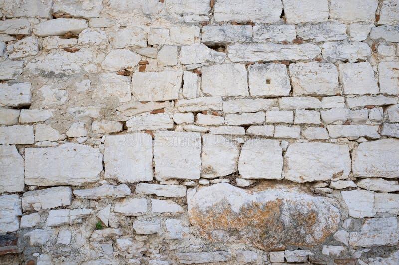 Gammal Grungy och riden ut stenvägg fotografering för bildbyråer