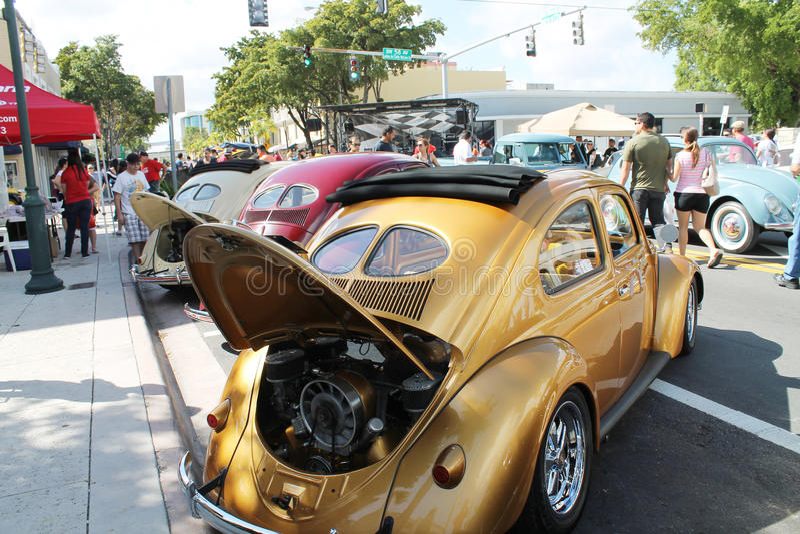 Gammal guld- bil fotografering för bildbyråer