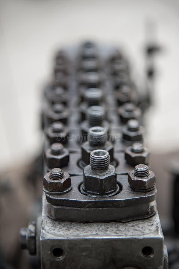 Gammal högtrycks- diesel- pump Det grunda djupet av det skarpt visade utrymmet fotografering för bildbyråer