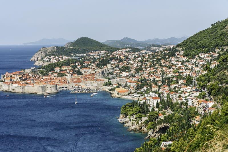 Gammal hamn på Dubrovnik Medeltida fästningar, Lovrijenac & Bokar UNESCOlista royaltyfria foton