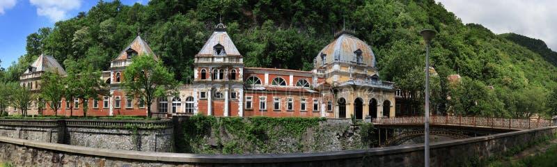 Gammal historisk brunnsort i Baile Herculane royaltyfri fotografi