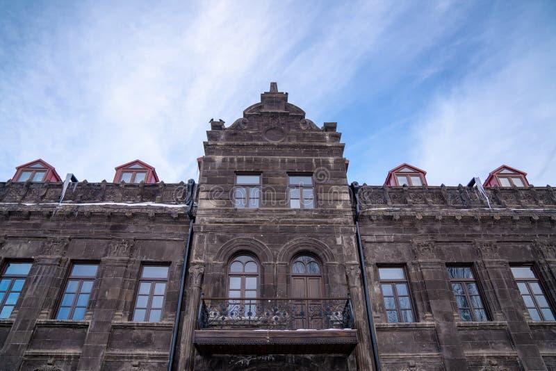 Gammal historisk ryssbyggnad i Kars, Turkiet royaltyfria foton