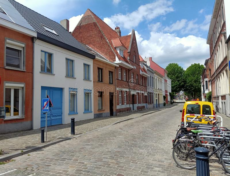 Gammal historisk stad på solig dag arkivfoto