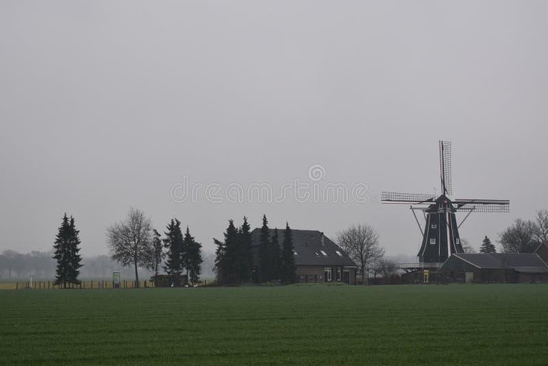 Gammal holländare maler i vinterlandskap royaltyfri fotografi