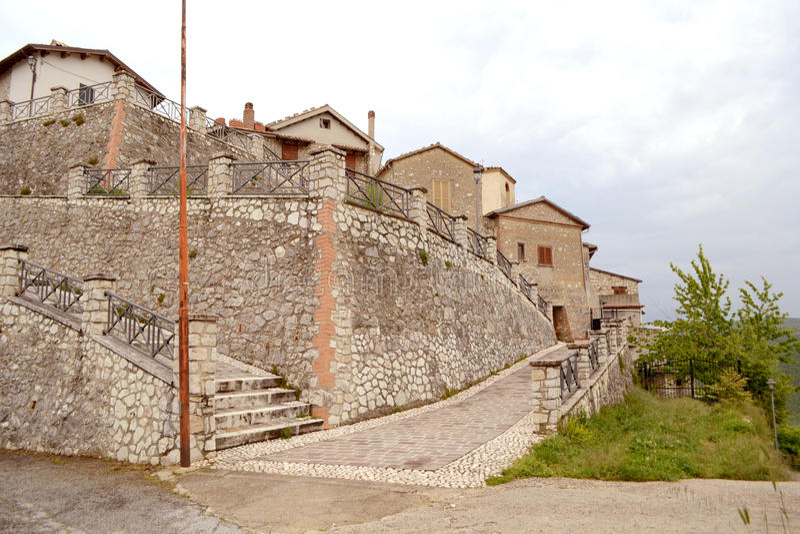 Gammal by i Umbria royaltyfria bilder
