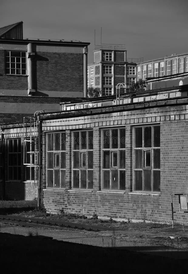 Gammal industriområde BW fotografering för bildbyråer