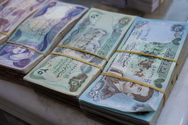 Gammal irakisk valuta royaltyfria bilder