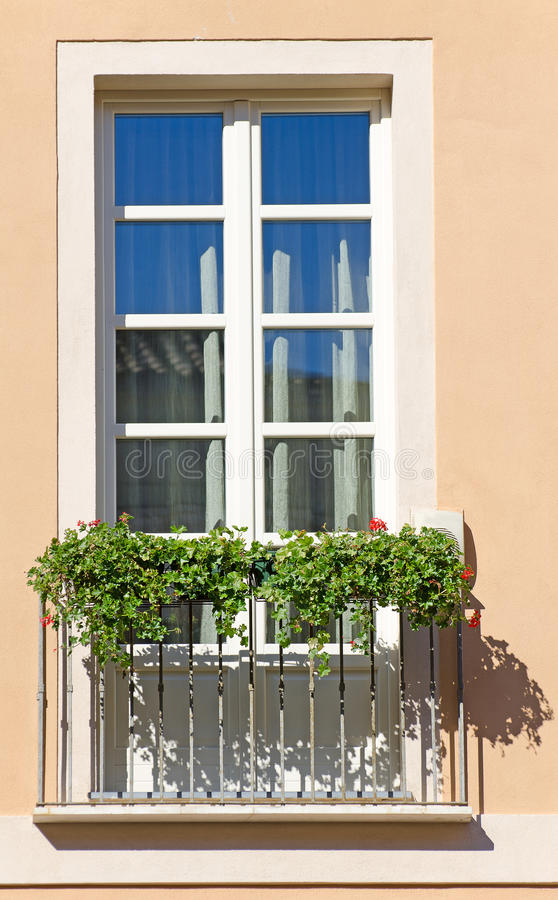 Gammal italiensk balkong royaltyfria foton