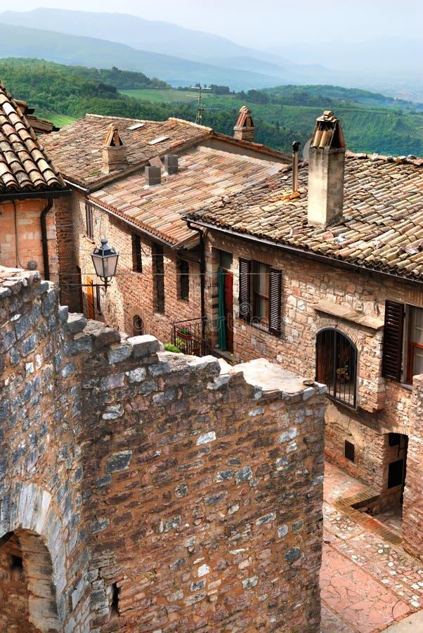 Gammal italiensk stenby, Umbria royaltyfria bilder