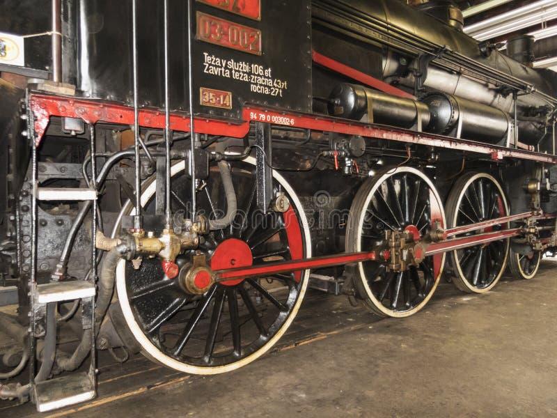 Gammal järnväg maskin för ångalokomotiv royaltyfria foton