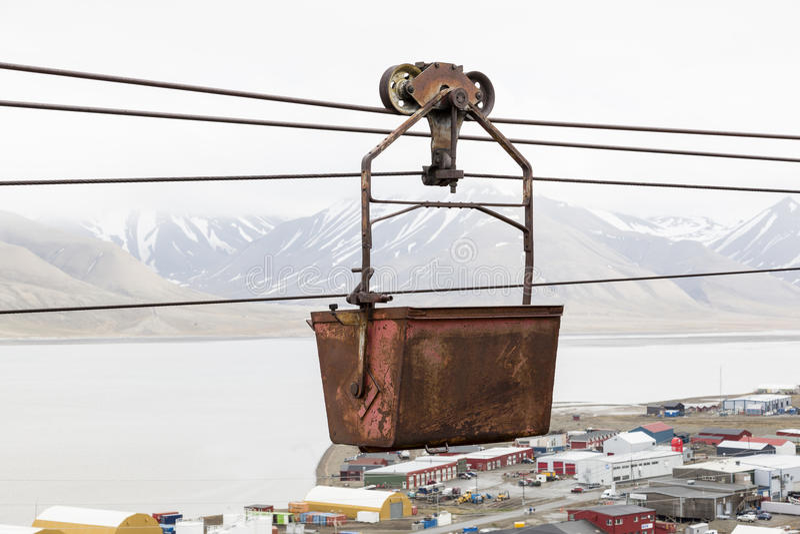 Gammal kabelbil för koltrans. i Longyearbyen, Spitsberg arkivbild