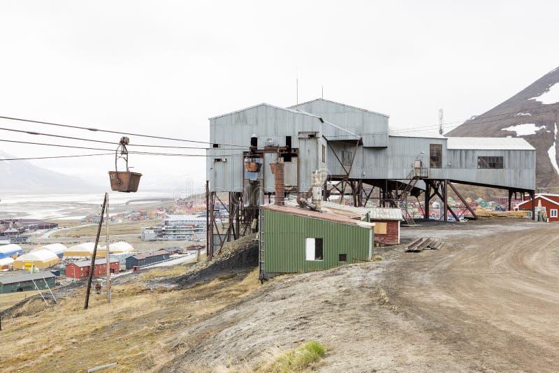 Gammal kabelbil för koltrans. i Longyearbyen, Spitsberg arkivfoton