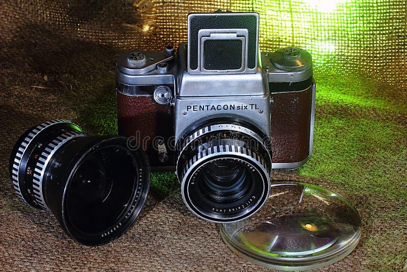 Gammal kamera`-Pentacon SixTL `, Väl tjänad som kamera royaltyfri foto