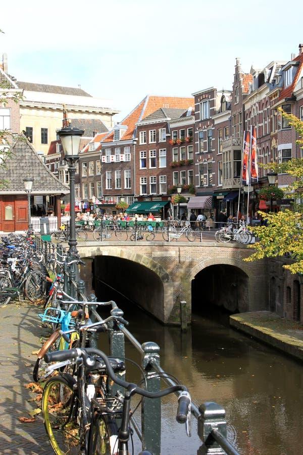 Gammal kanal- och fiskmarknad i Utrecht, Nederländerna royaltyfria bilder