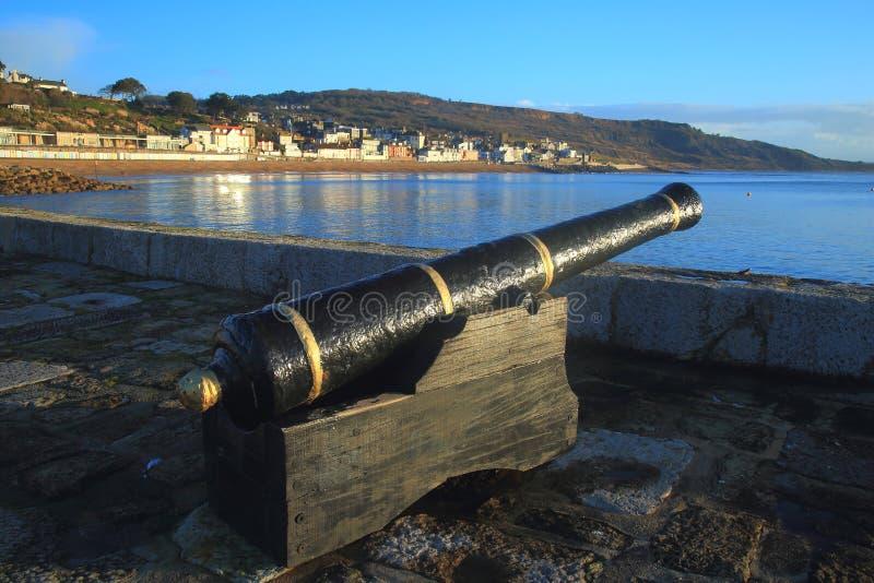 Gammal kanon på Cobben royaltyfria foton