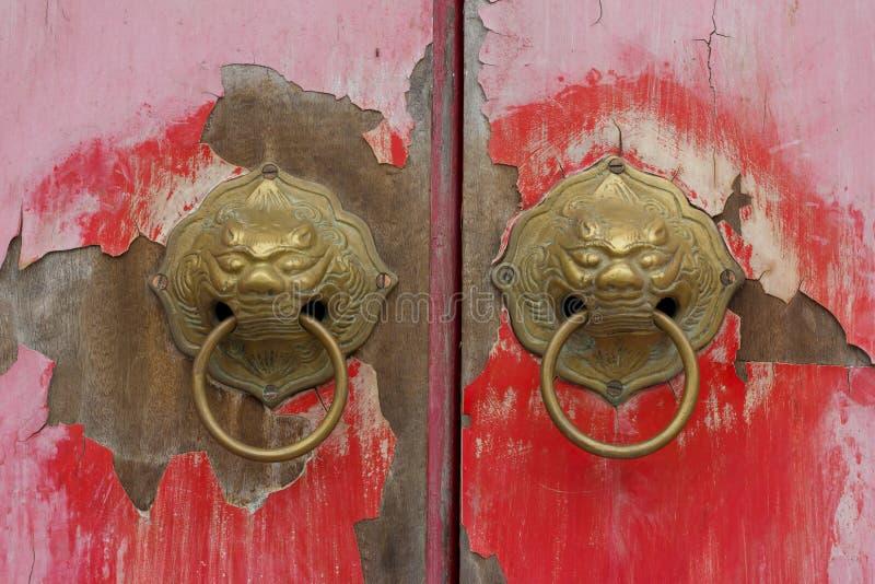 Gammal kinesisk dörr royaltyfri fotografi