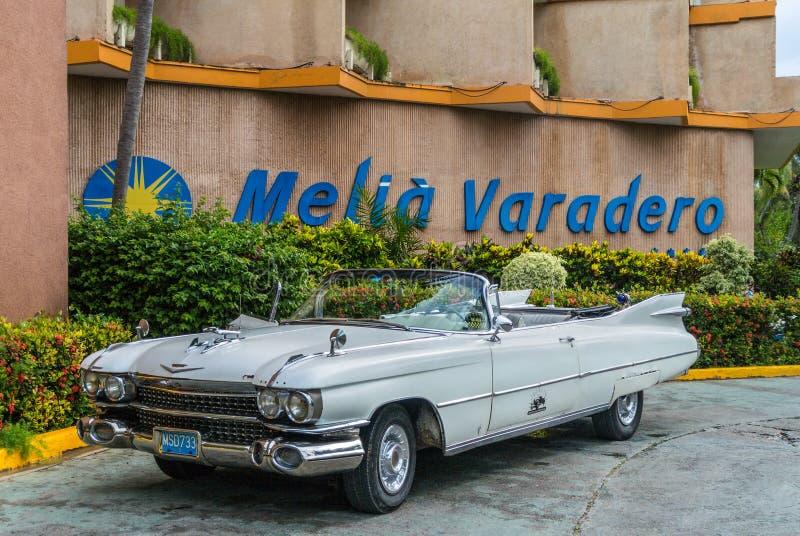 Gammal klassisk amerikanare på Varadero, Kuba royaltyfri fotografi