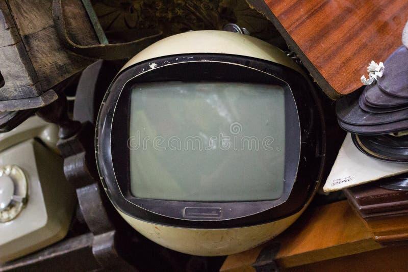 Gammal klassisk tappningtelevision, antika samlingar arkivbild