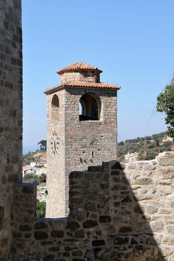 Gammal klocka för stadstångtorn - Montenegro royaltyfri foto