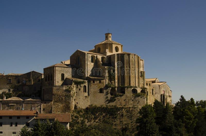 Gammal kloster i sydliga Italien royaltyfria bilder