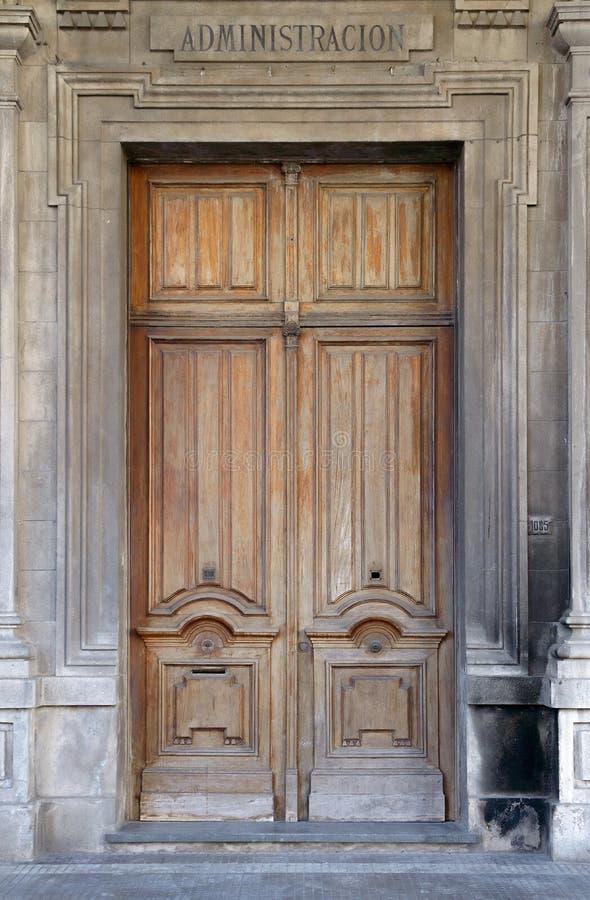 Gammal kontorsingångsdörr i Montevideo, Uruguay royaltyfri foto