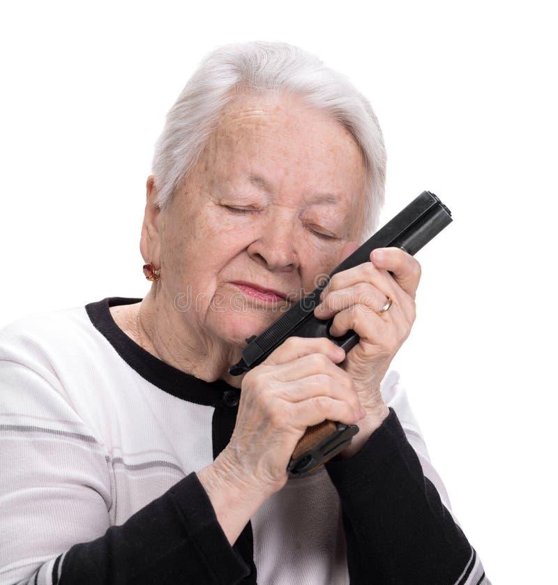 Gammal kvinna med pistolen arkivfoton