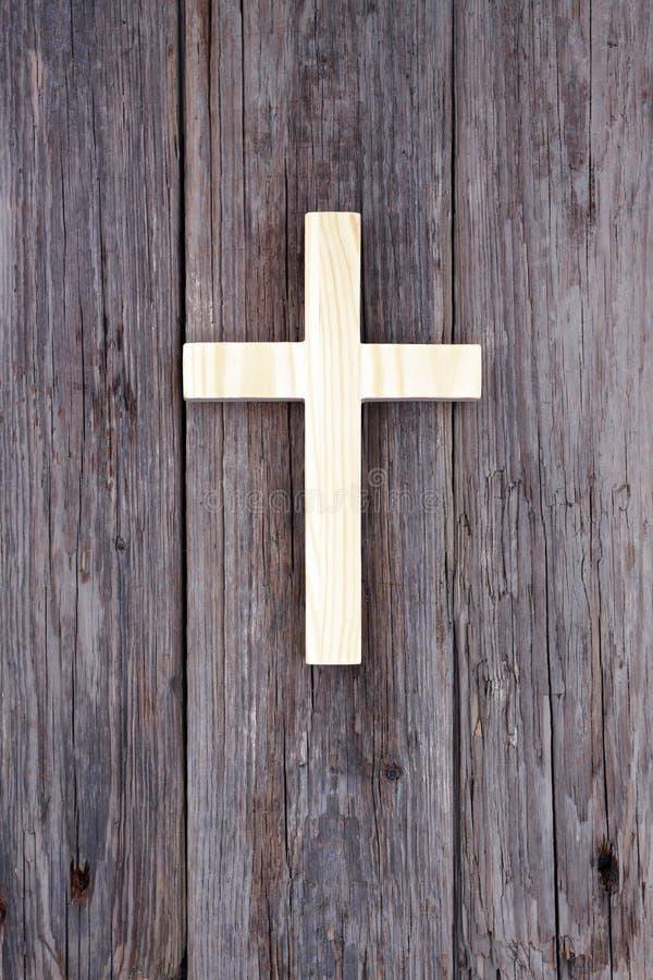 Gammal kyrka för arg kristen trävägg arkivbild
