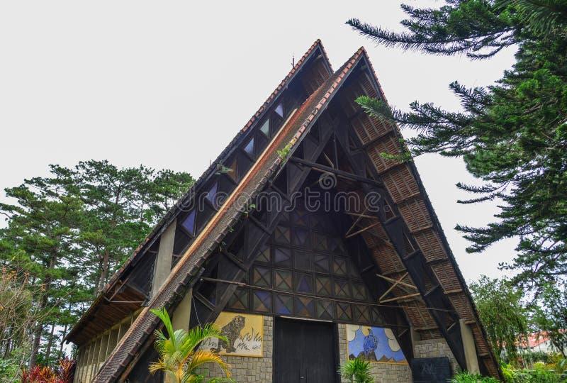 Gammal kyrka i Dalat, Vietnam arkivbild