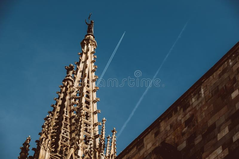 Gammal kyrka i den gotiska fj?rdedelen av Barcelona Det ocks? kallas som Barri Gotic fotografering för bildbyråer