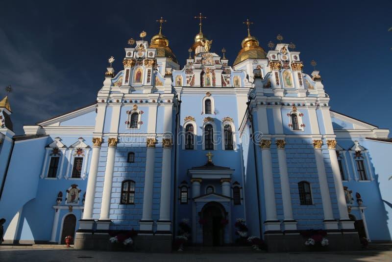 Gammal kyrka i Kyiv Ukraina arkivbilder