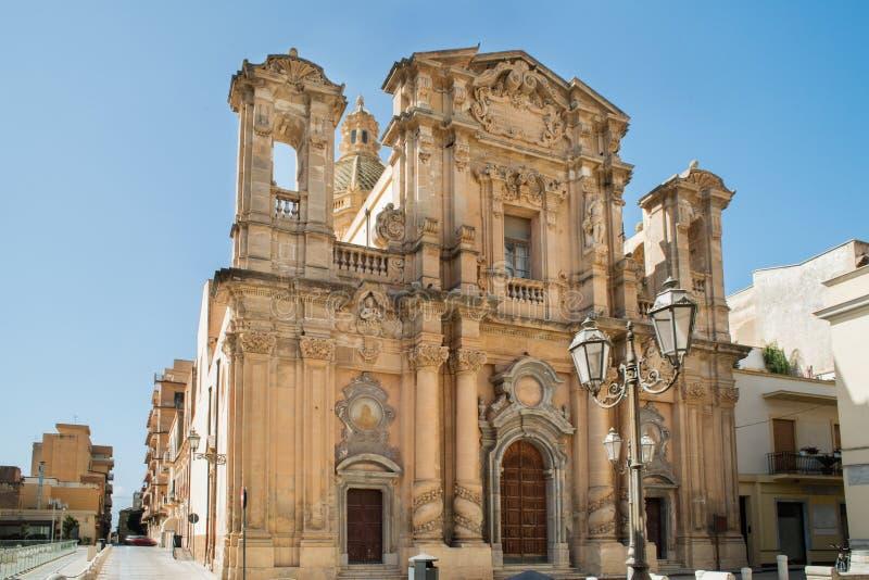 Gammal kyrka i marsalan, Sicilien arkivfoto