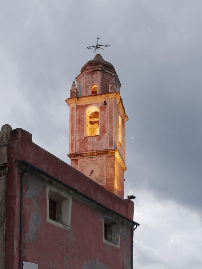 gammal kyrka i tellaro royaltyfria bilder