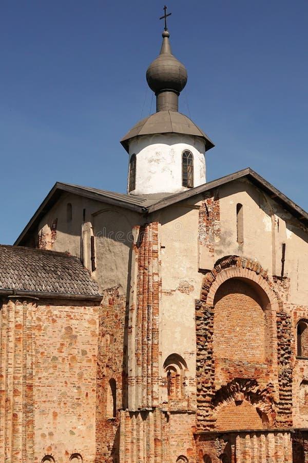 Gammal kyrka Paraskeva Friday i Veliky Novgorod, Ryssland fotografering för bildbyråer