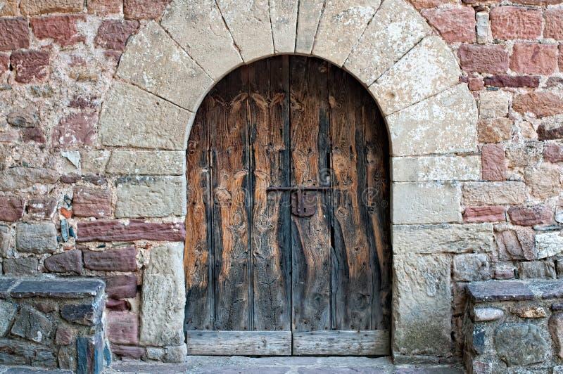 Gammal kyrklig dörr royaltyfri foto
