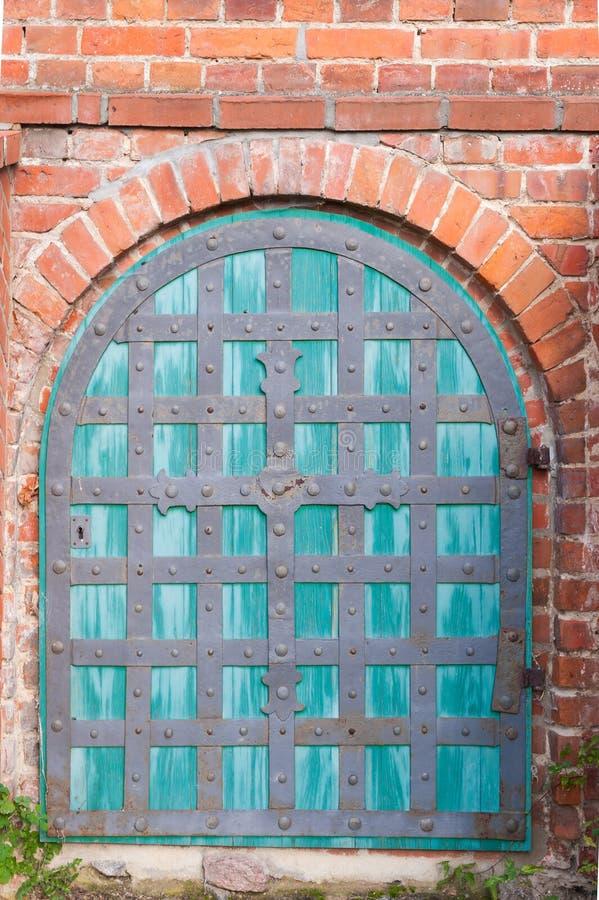 Gammal kyrklig dörr royaltyfri fotografi