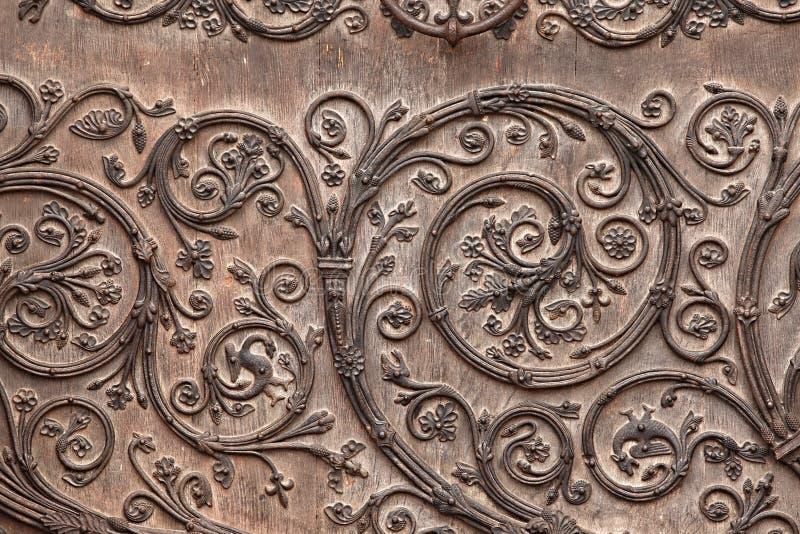 gammal kyrklig dörr arkivfoto
