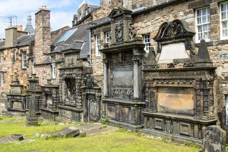Gammal kyrkogård i Edinburg Skottland royaltyfri fotografi