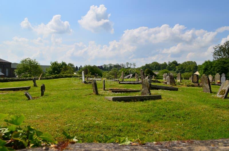 Gammal kyrkogård i klon, Irland royaltyfria bilder