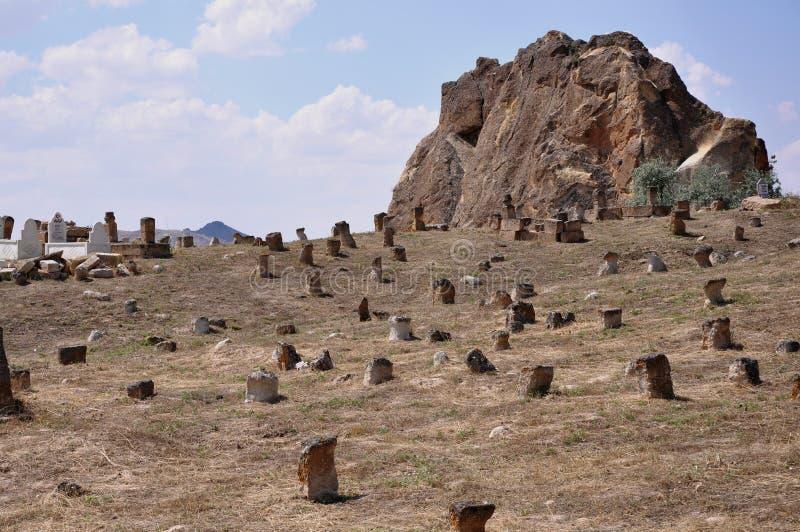 Gammal kyrkogård - röda Rose Valley, Goreme, Cappadocia, Turkiet arkivbild