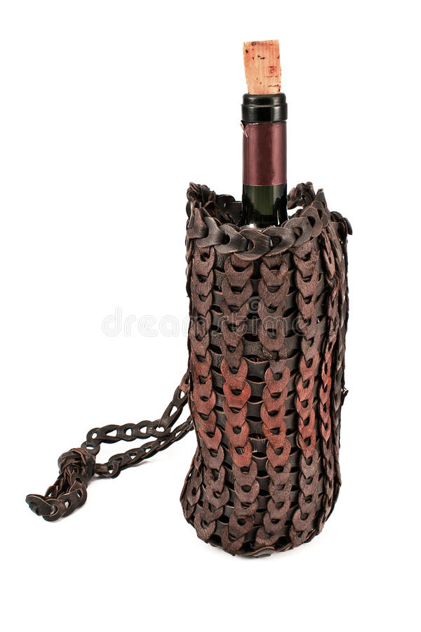 Gammal läderwinepåse med flaskan av wine arkivbilder