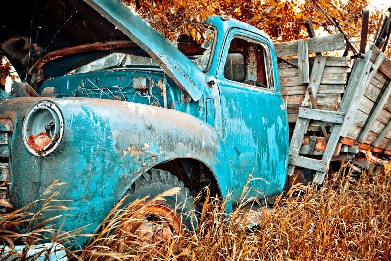 gammal lastbil för lantgård royaltyfria foton