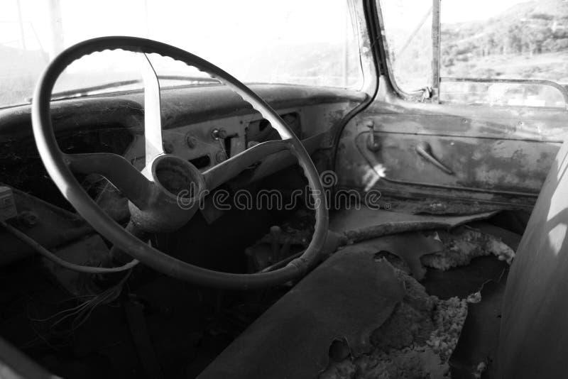 gammal lastbil f?r lantg?rd royaltyfria bilder